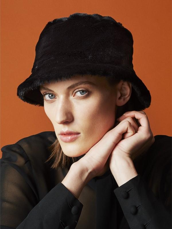 Schwarzer Bucket Hat